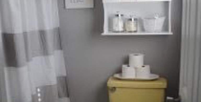 Primrose Yellow Toilets And Grey Toilet Seats Nationwide
